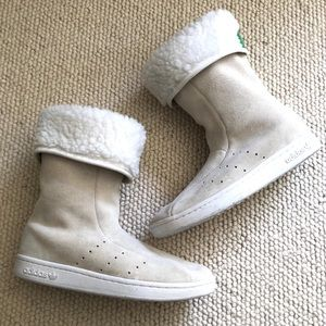 Adidas off-white suede boots size 8.5